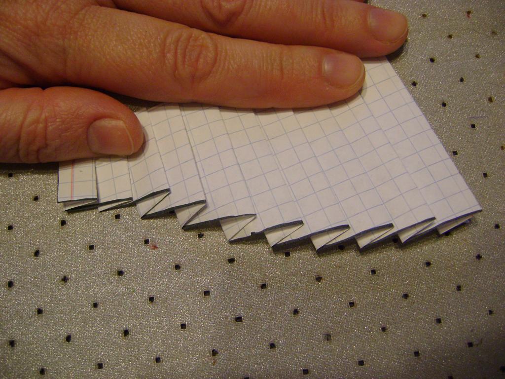 Ламбрекен с волнистым краем на ручном закладе